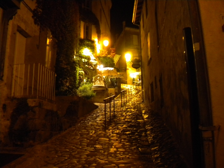 Saint- Émilion at night